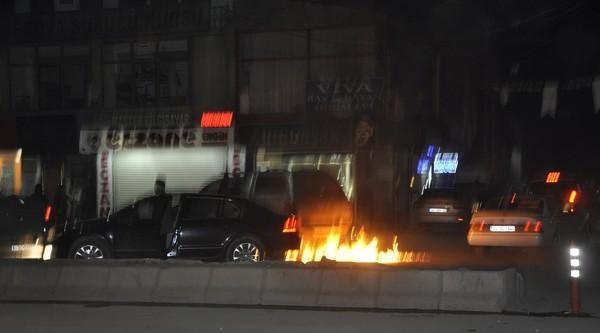 Yüksekova'da Olaylar Çikti, Polis Aracı Alevler Arasında Kaldı