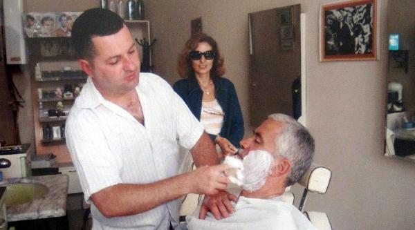 Yunan Turistlere Türk Tıraşı