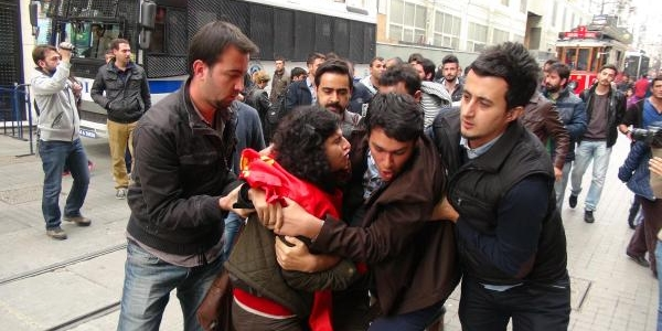 Yunanistan Başkonsolosluğu Önündeki Eyleme Yine Polis Müdahalesi