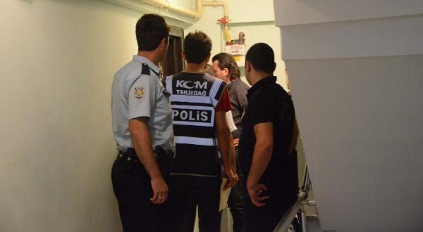 Yurttan Kaçtı, Polisin Kaçak Sigara Baskınında Yakalandı
