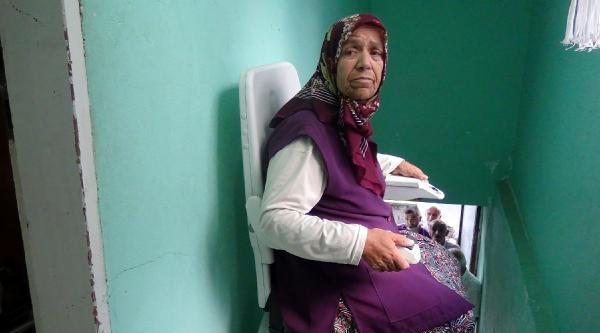 Yürüyemeyen Eşi İçin Eve Raylı Asansör Kurdu