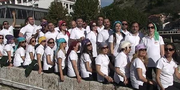 'yürüyen Budalalar'in Konseri Kosova'da Ilgiyle Izlendi