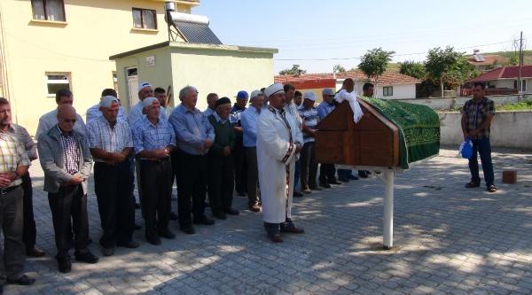 Yüz Nakilli Salih Üslün'ün Cenazesi Köyünde Toprağa Verildi (2)