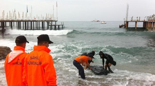 Yüzerken Kaybolan Milli Futbolcunun Cesedi Bulundu (2)