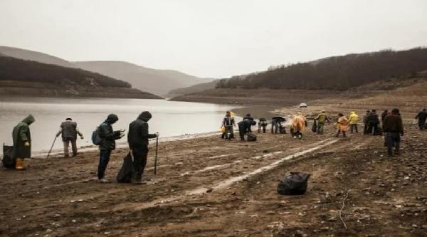 Yüzlerce Gönüllü, Badovça Gölü'nü Temizledi
