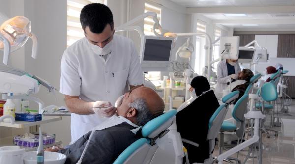 Yyü Diş Hekimliği Fakültesi Bölgeye Umut Oldu