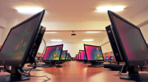Yyü'de Öğrencilere Bilgisayar Desteği