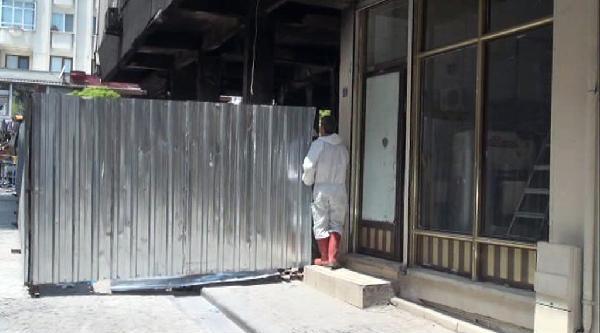 Zeytinburnu'nda Patlama Nedenıyle Harabeye Dönen Binada İnceleme Sürüyor