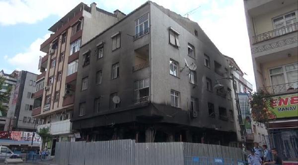 Zeytinburnu'ndaki Patlama: Ekipler İnceleme İçin Binaya Geldi