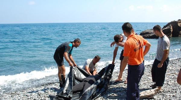 Zıpkınla Balık Avlamak İçin Daldığı Denizden Cesedi Çikti
