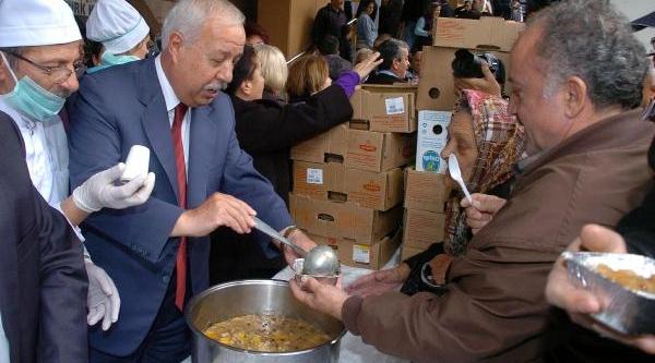 Zonguldak Belediyesi 8 Bin Kişiye Aşure Dağitti