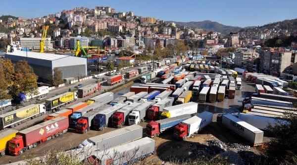 Zonguldak Limani'nda Gemi Sayisi Azaldi, Tir Artti
