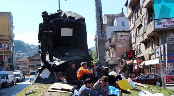 Zonguldak'ta 8 Öğrenci Soma İçin Açlık Grevinde