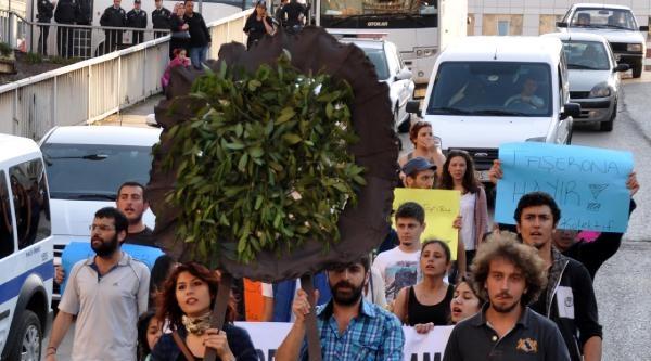 Zonguldak'ta Ak Parti İl Binasına Siyah Çelenk Bıraktılar