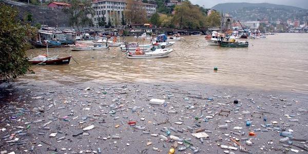 Zonguldak'ta Deniz Çamur, Liman Çöple Kaplandi