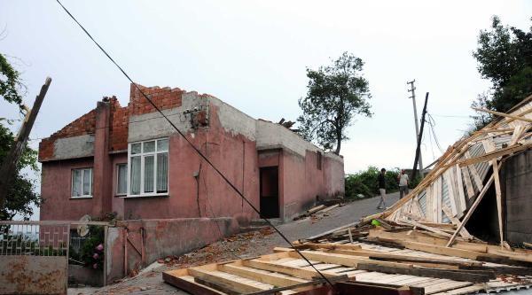 Zonguldak'ta Fırtına Çatilari Uçurdu, Ağaçları Devirdi