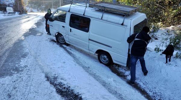 Zonguldak'ta Kar Ve Buzlanma Ulaşimi Aksatti