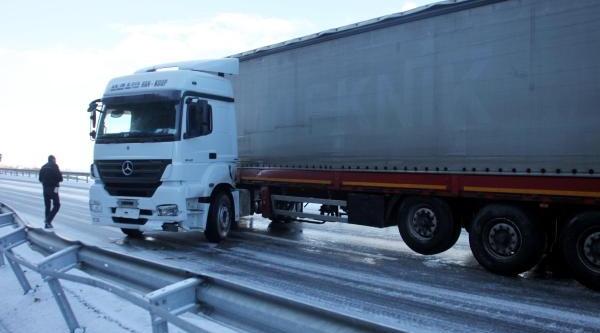 Zonguldak'ta Kar Ve Buzlanma Ulaşimi Aksatti (2)