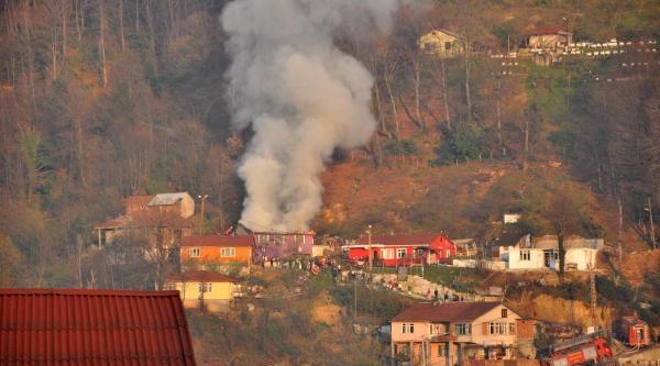 Zonguldak'ta Korkutan Ev Yangını