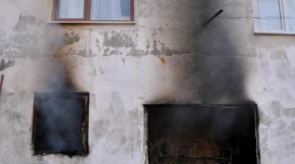 Zonguldak'ta Kullanılmayan Ev Yandı