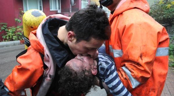 Zonguldak'taki Yanginda Anne Ve Oğlunu Itfaiye Kurtardi