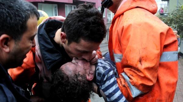 Zonguldak'taki Yanginda Anne Ve Oğlunu Itfaiye Kurtardi (2)