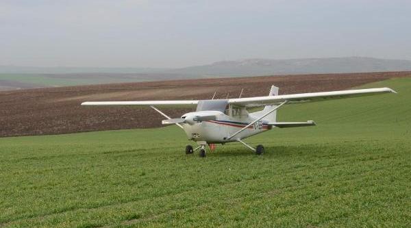 Zorunlu Iniş Yapan Uçak, Tamir Için Adana'Ya Gönderildi