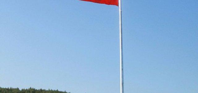 Akaryakıt istasyonunda Ege bölgesinin en büyük bayrağını dalgalandıran  Alibey Öztürk Korkusuz Medya'ya özel açıklamalarda bulundu